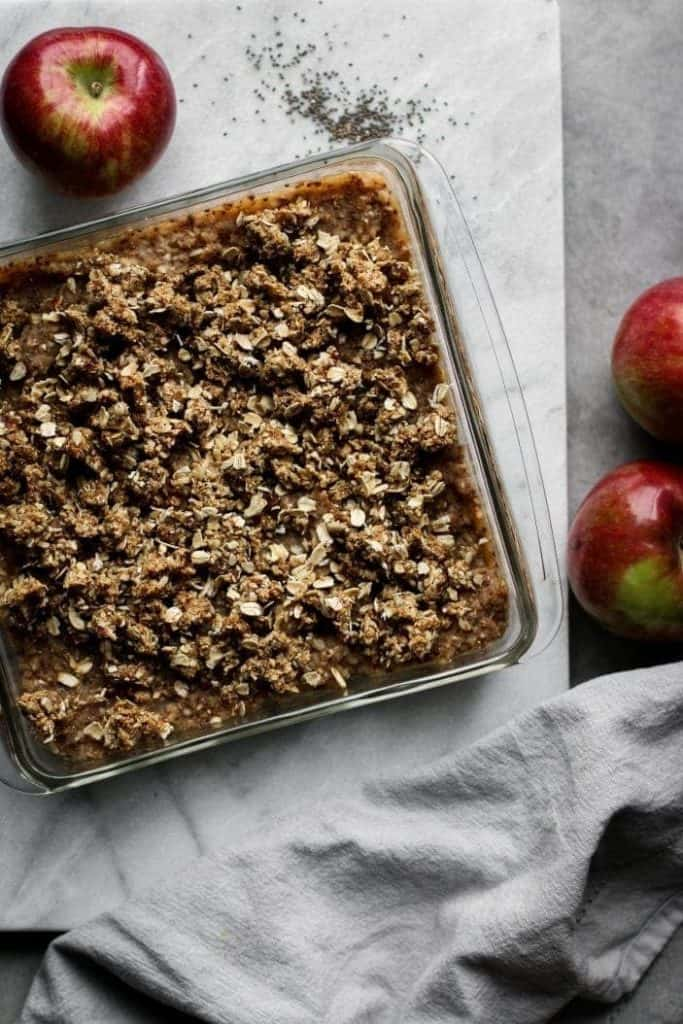 crumble in a pan from the top with apples