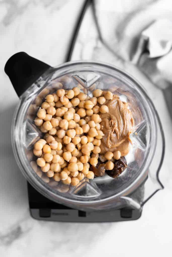 chickpeas, peanut butter and dates in a blender