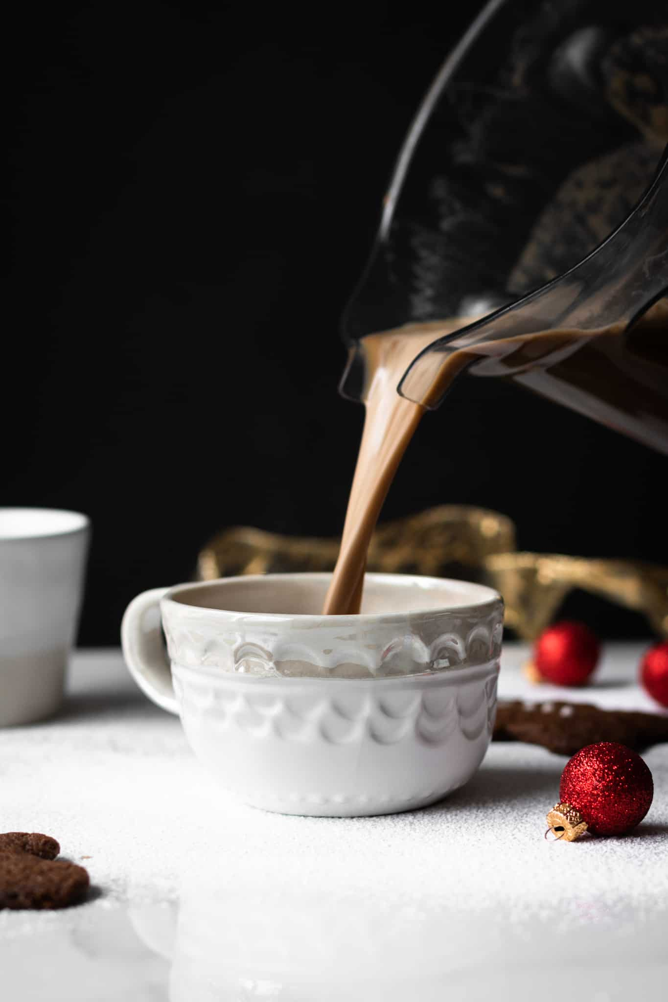 vegan gingerbread latte poured in a cup