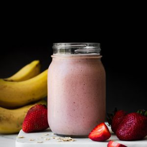 strawberry banana oat smoothie in a jar